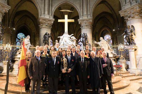Los Artilleros de la asociación Conde de Gazola celebran una Misa en la catedral de Notre Dame